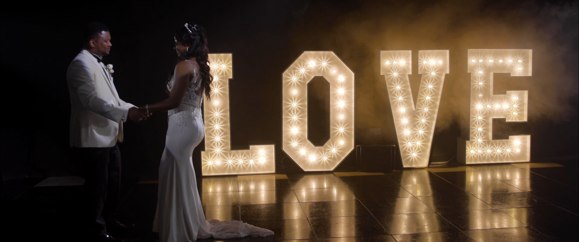 oldwalls wedding love sign